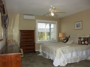One Bedroom Oceanfront Center Picture 5